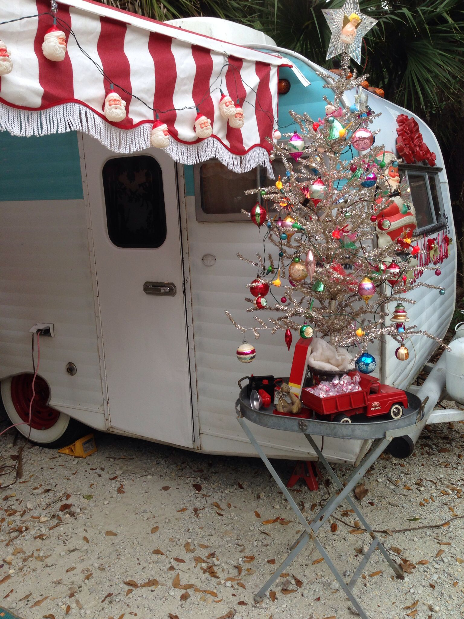 Vintage trailer christmas at james island camper for Airstream christmas decoration