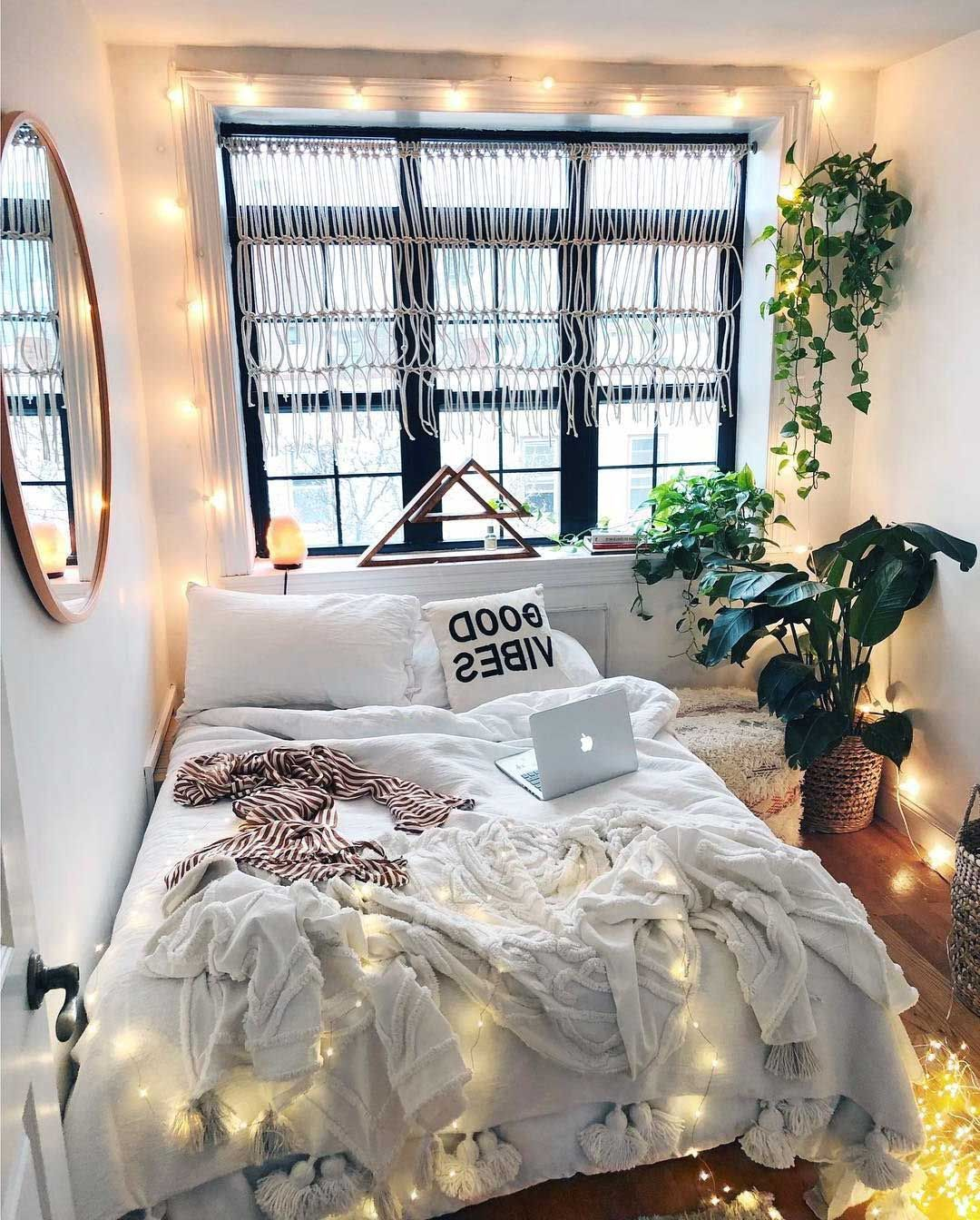 28 Awesome Aesthetic Apartment Bedroom Decoration Ideas Bedroom Apartment Apartment Bedroom Decor Dream Rooms