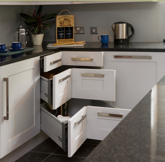 Hate the hardware, love the corner drawers. | Cocinas | Pinterest ...