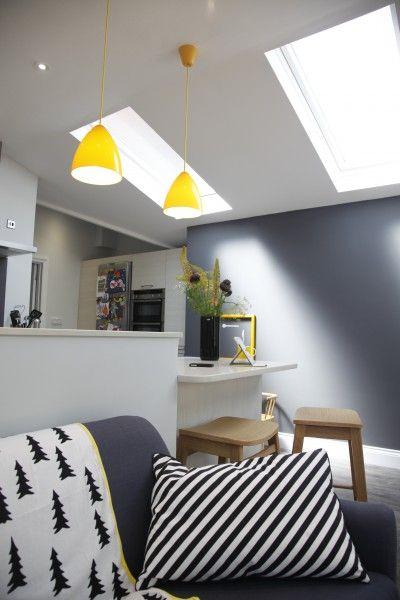 Le canapé 3 places grège jonah en lin mélangé une création du jeune designer britannique james harrison souligne avec raffinement et délicatesse tout