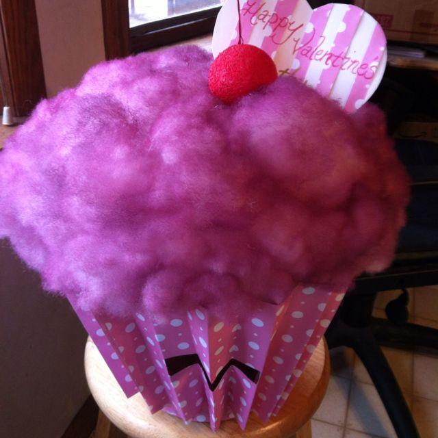 cupcake valentines box so going to make jades like this - Cupcake Valentine Box