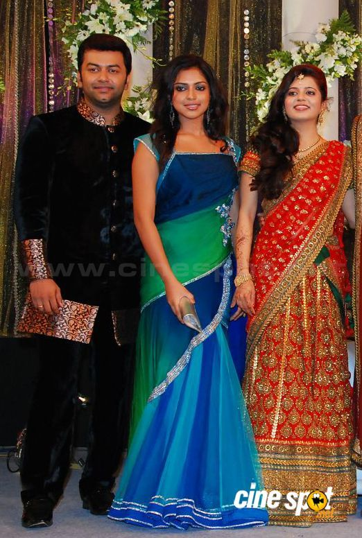 Amala Paul Idhrajith At Prithviraj Wedding Hair Styles Amala