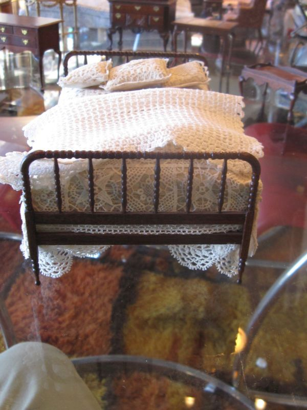SIGNED GERALD CRAWFORD SPOOL BED W/ CROCHETED COVER