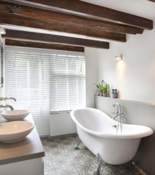 Klassieke Badkamer met vrijstaand bad, Het Badhuys Breda | Baths ...