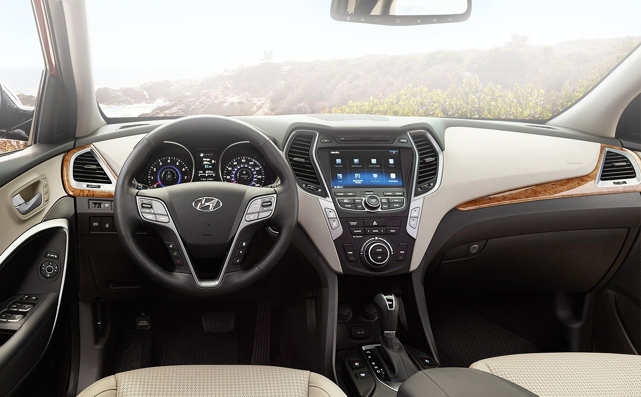 Interior of the Hyundai Santa Fe 2016 Sport Hyundai