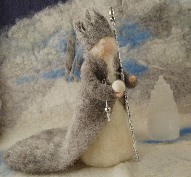 Er gehört einfach in den Wintermonaten auf den Jahreszeitentisch, der König Winter. Er kann von Schneekindern, Eisprinzessinnen, dem Mütterchen Tau, E