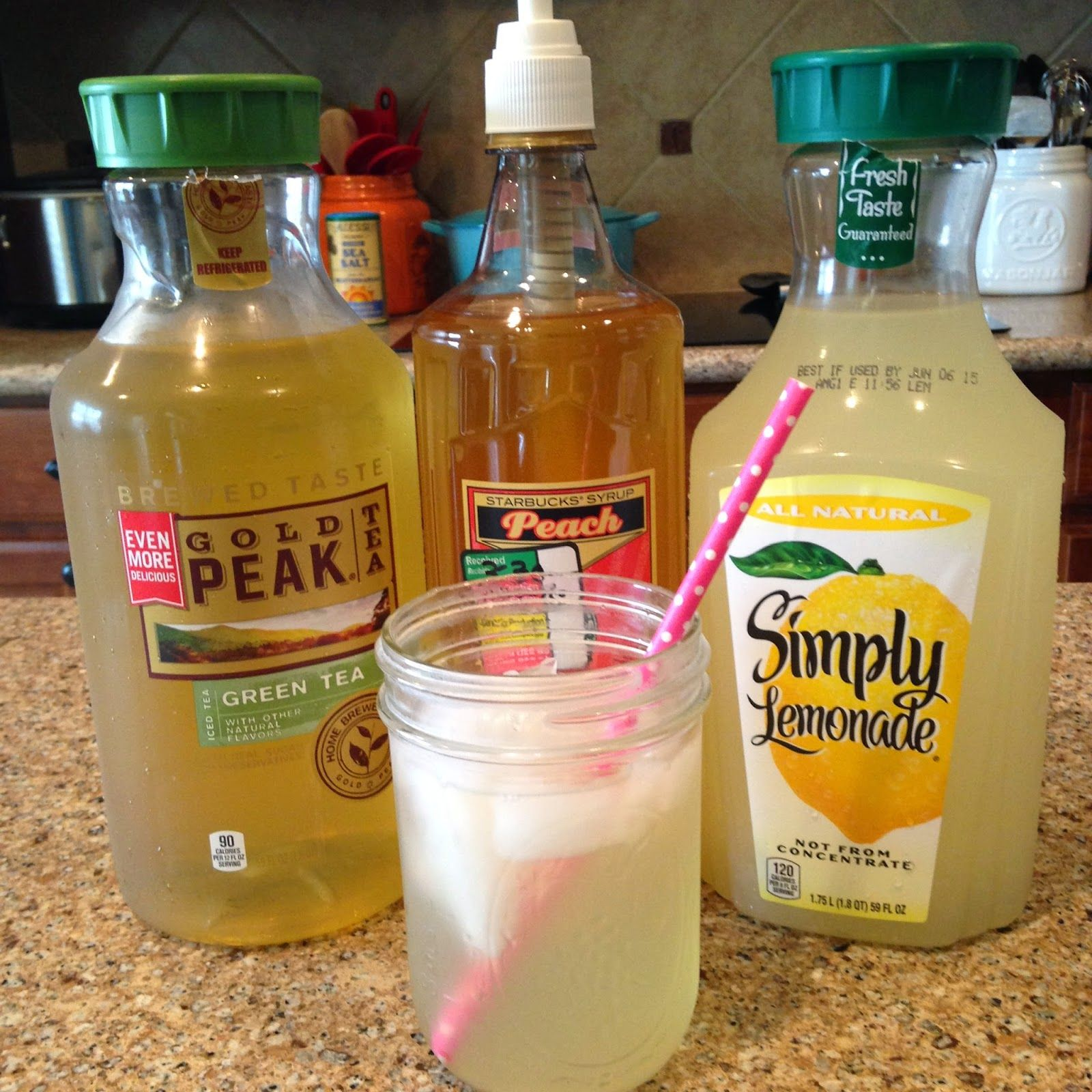yOuR liTtLe BiRdiE: Starbuck's Peach Green Tea Lemonade Recipe