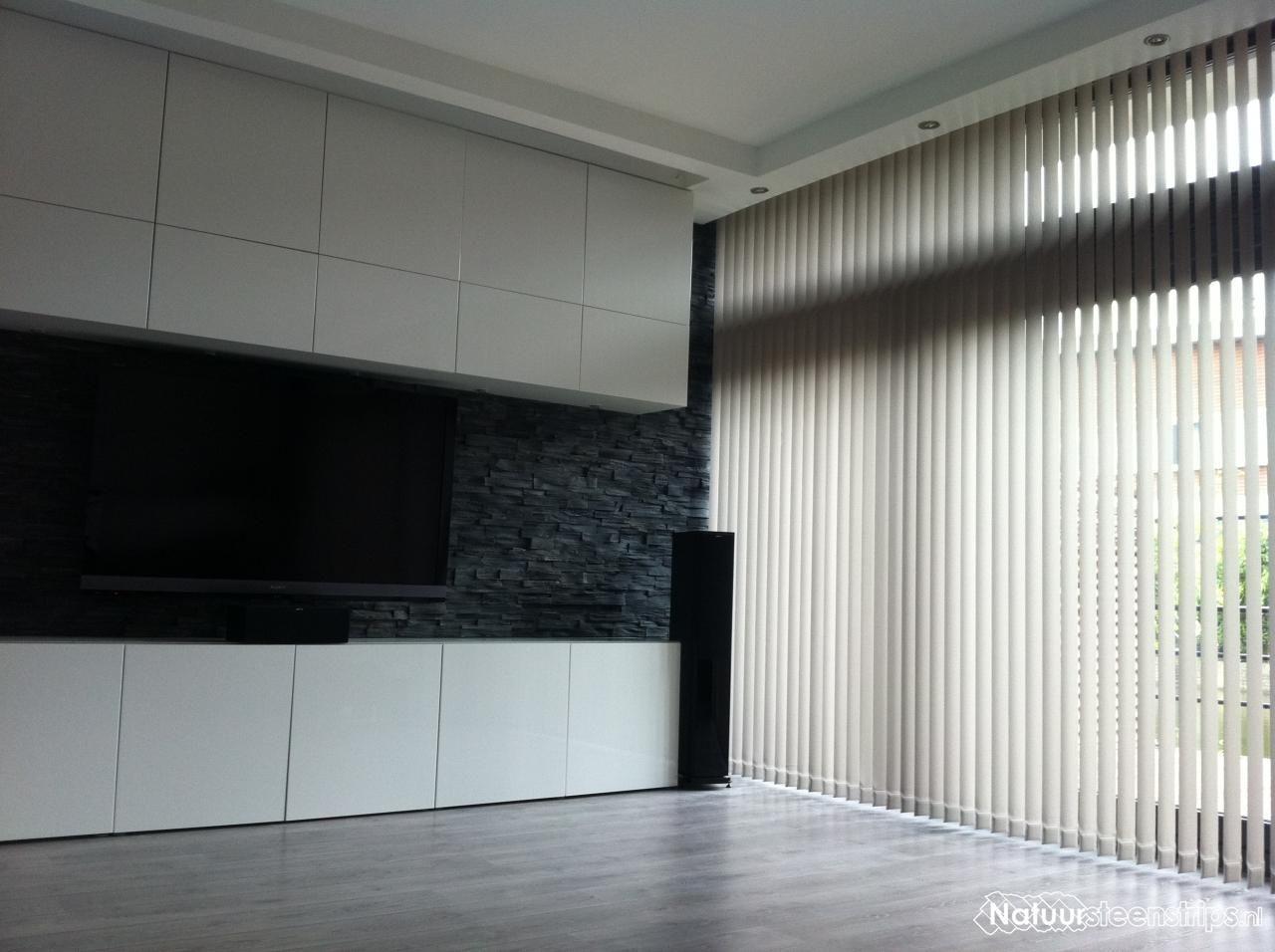 Zwarte lei natuursteenstrips woonkamer wand.   home   Pinterest