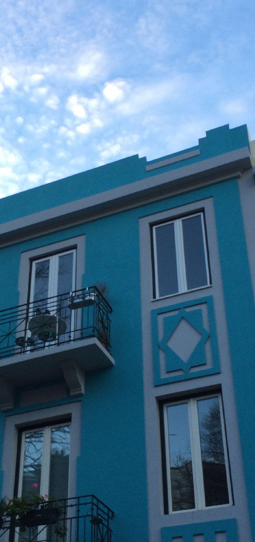Turkoosi talo Lissabonissa.