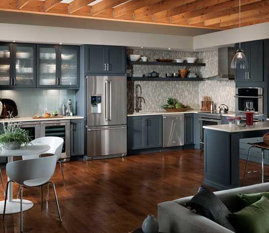 StarMark Cabinetry Bridgeport Door Style In Oak Finished