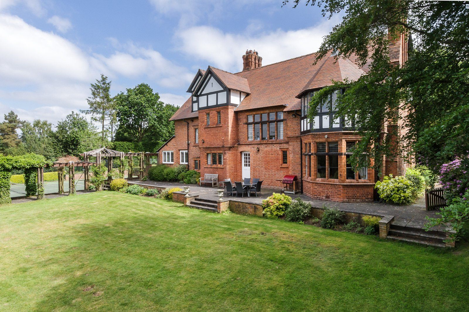6 bedroom Detached for sale in Whitegate (With images