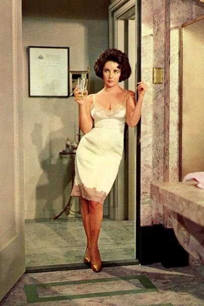 Elizabeth Taylor fashion style icon | Glamour UK