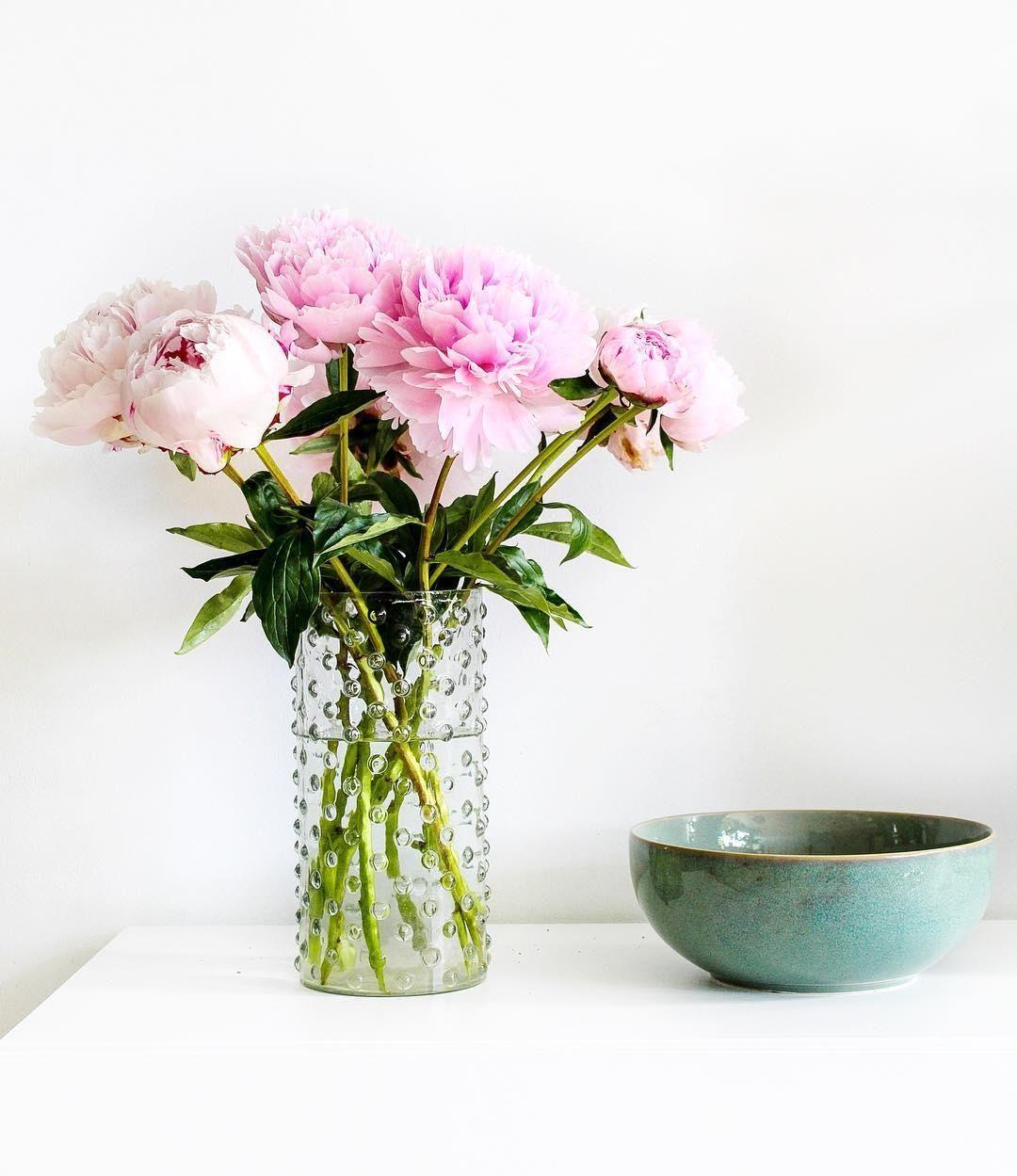 lernt in unserem vasen guide welche vase zu welchen blumen passt ob klassisches keramik buntes. Black Bedroom Furniture Sets. Home Design Ideas