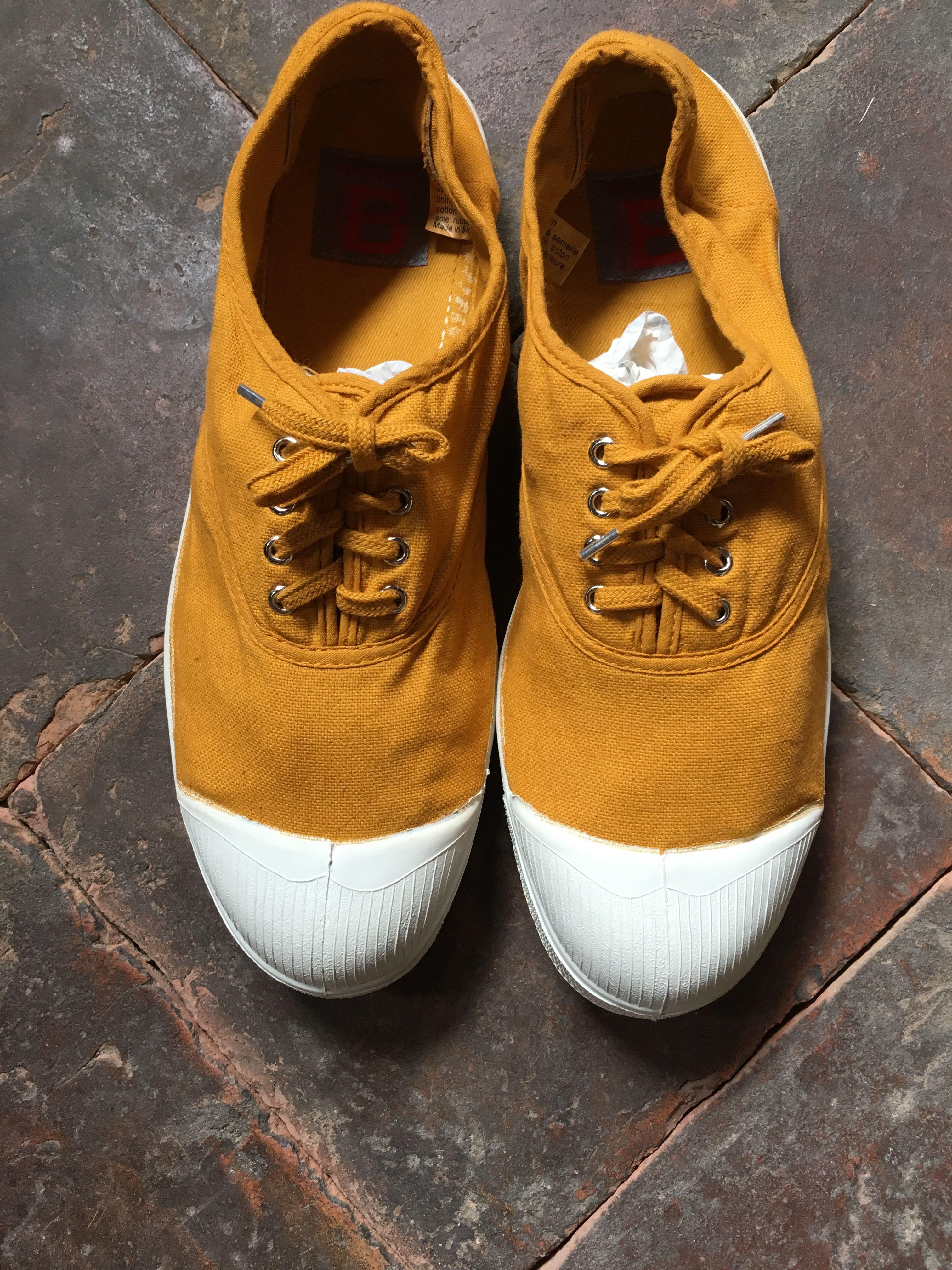 d0fbe697932 Ben Simon sko i en karrygul variant. Super flot til de solbrune ben/fødder