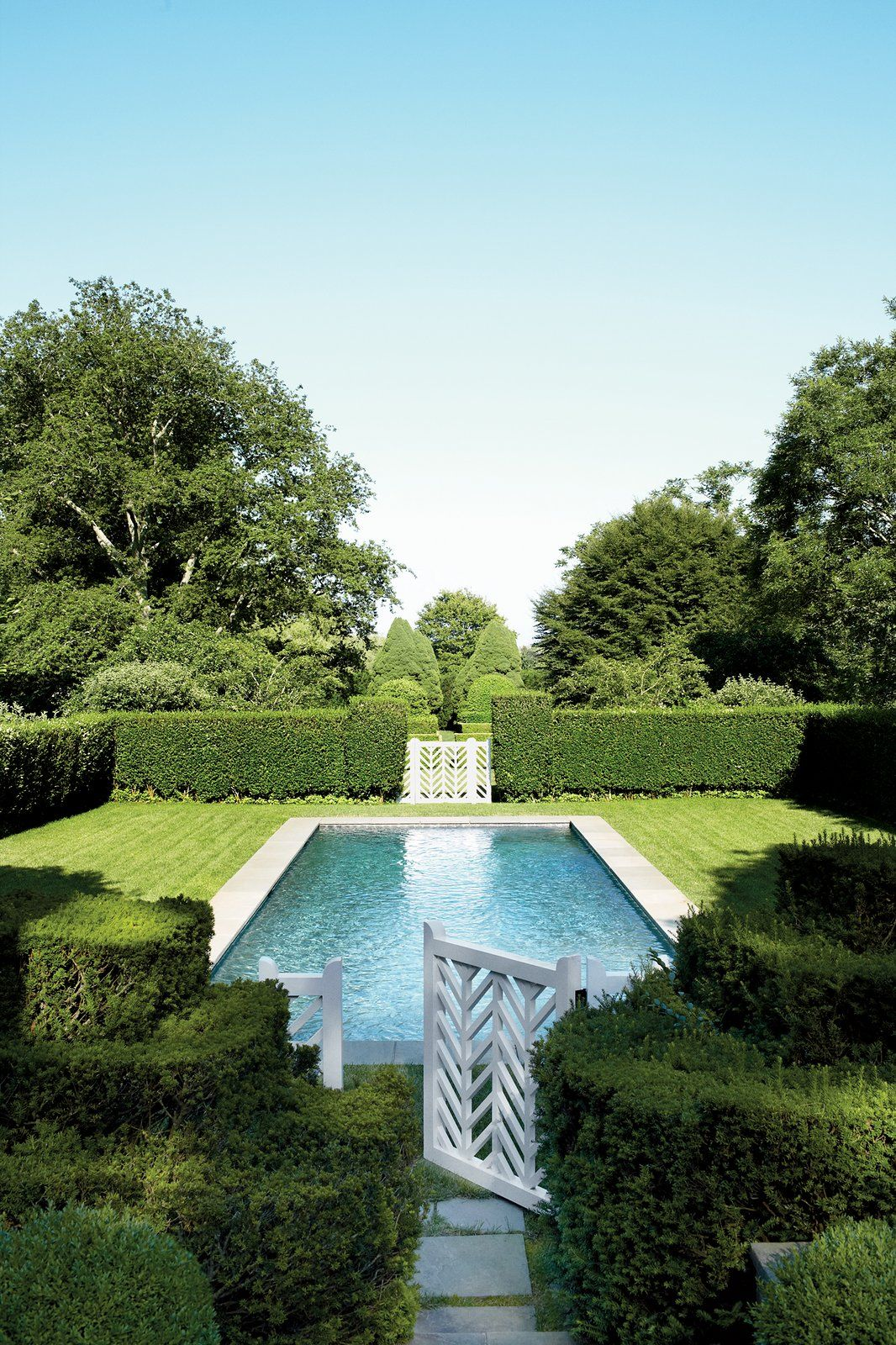 Catie Marron S Hamptons Garden Effective Use Of Hedges Around