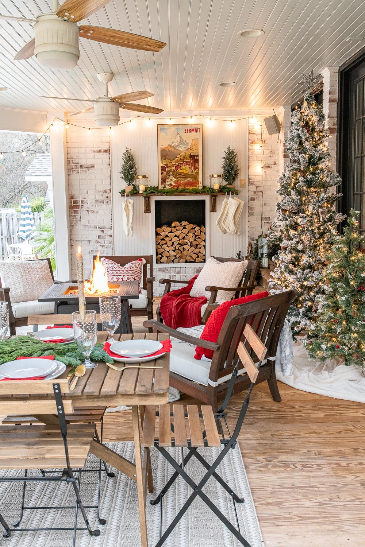 Cozy Christmas Back Porch - Bless'er House #porchescozyhome