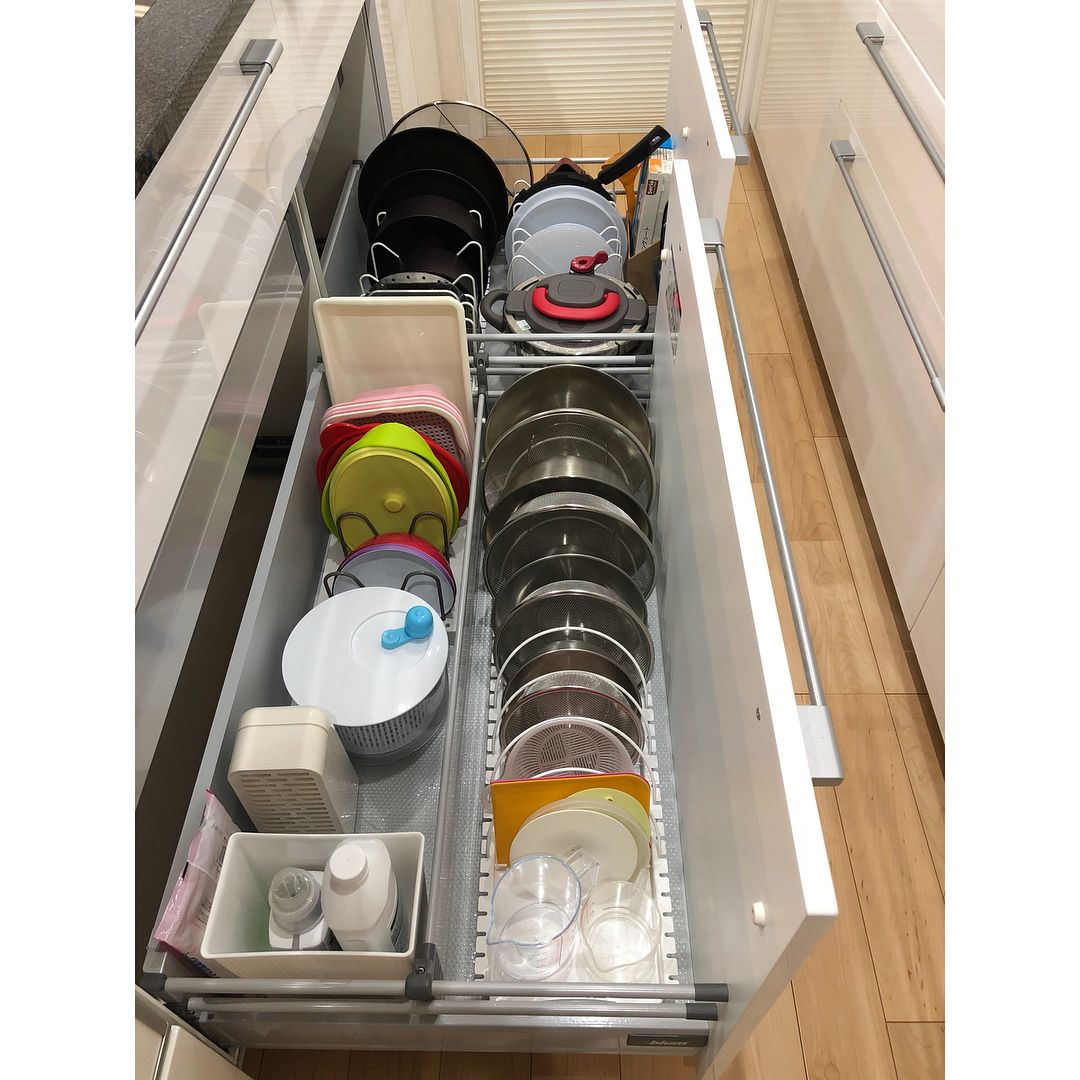 キッチンのシンク下収納は 鍋や調味料など収納するものが多いのに