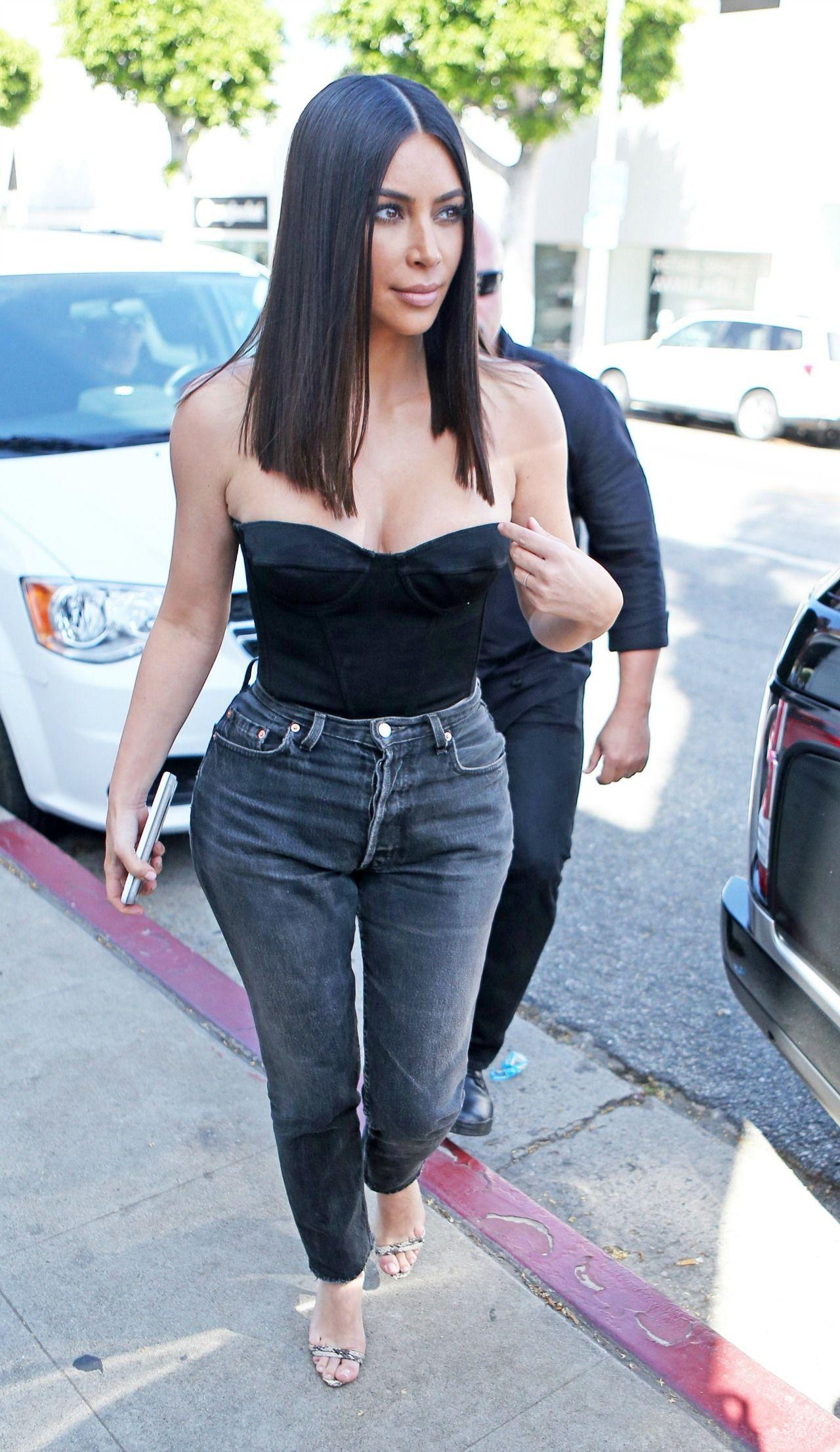 Kim Kardashian Chopped Her Hair Off—And It Looks AMAZING Kim Kardashian Chopped Her Hair Off—And It Looks AMAZING new images