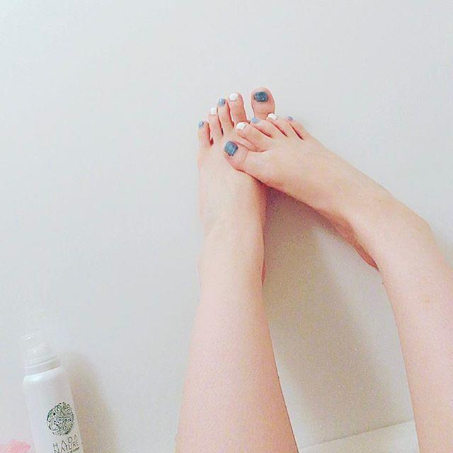 夜勤前にお風呂( ・×・) . . 今日はよく汗かきますなぁ。 毛穴がばっってなっとる。  そんで、昨日やったセルフペディキュア🌺🌼 シンプルに~~夏らしい色で~~。 * * * #ダイエット#公開ダイエット#ダイエッター#ダイエット仲間募集 #インスタダイエット  #お風呂#セルフペディキュア#セルフネイル