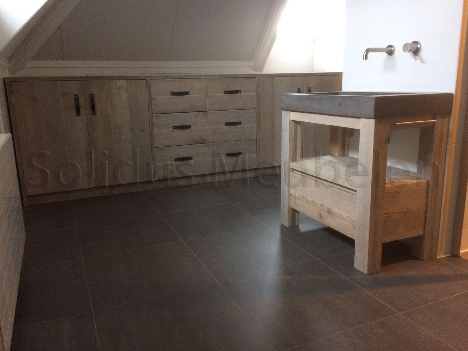 maatwerk badkamermeubels van steigerhout en beton badkamermeubel