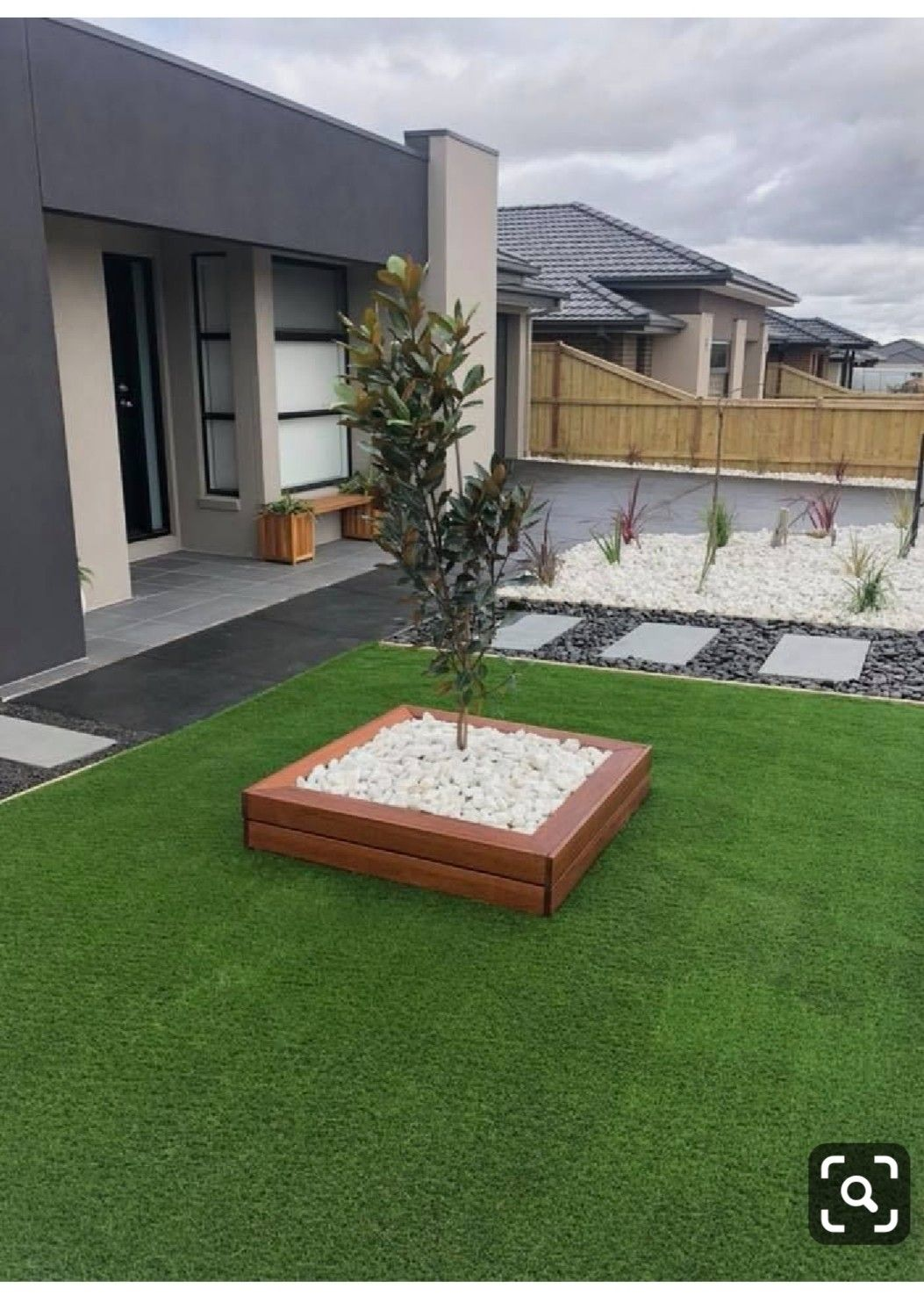 Pin By Sil Via On Yard Ideas Small Backyard Landscaping Front Yard Landscaping Design Small Front Yard Landscaping