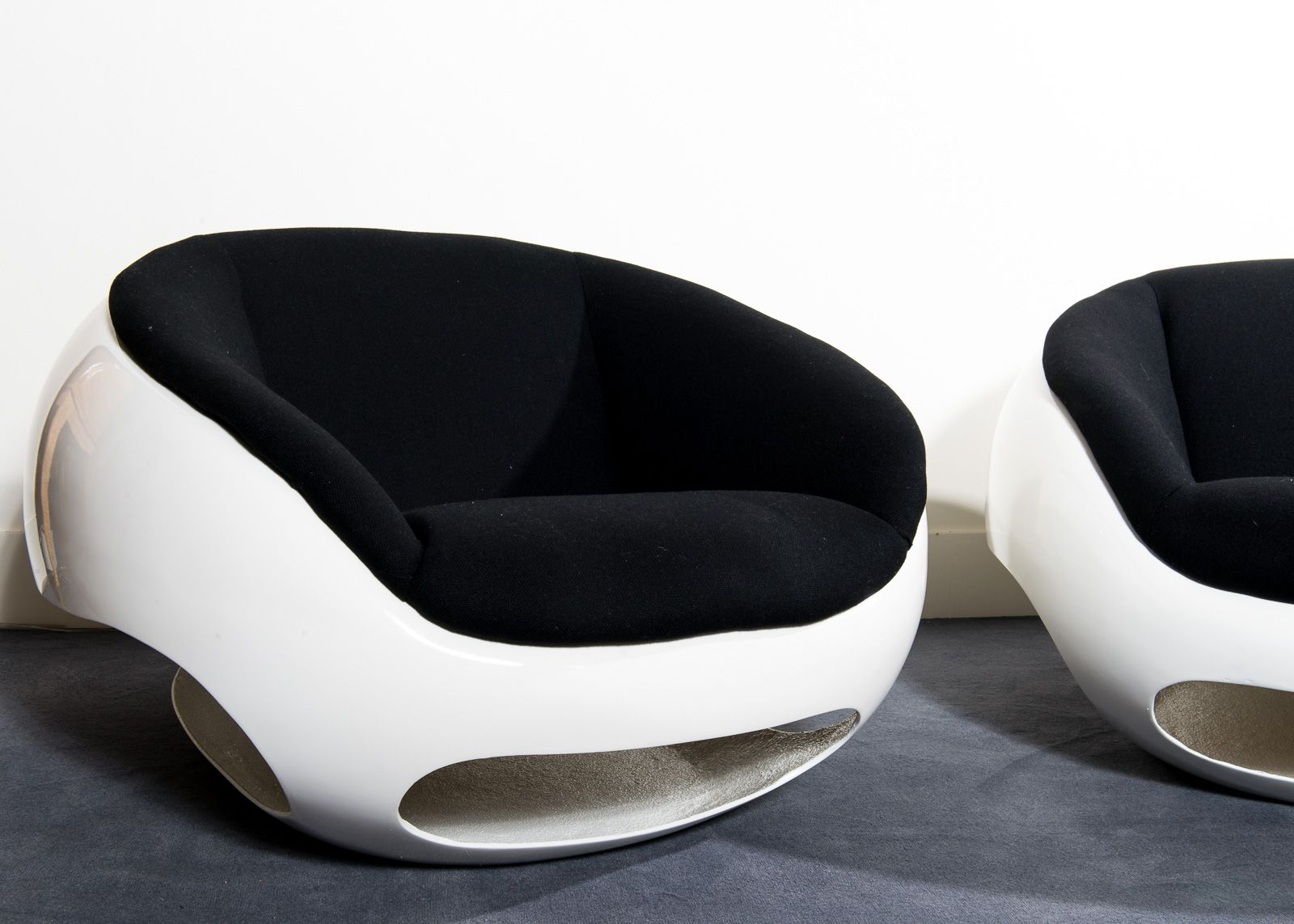 Uncommon Pair Of Lounge Chairs By Mario Sabot Visually Arresting  # Muebles Dakota Caracas