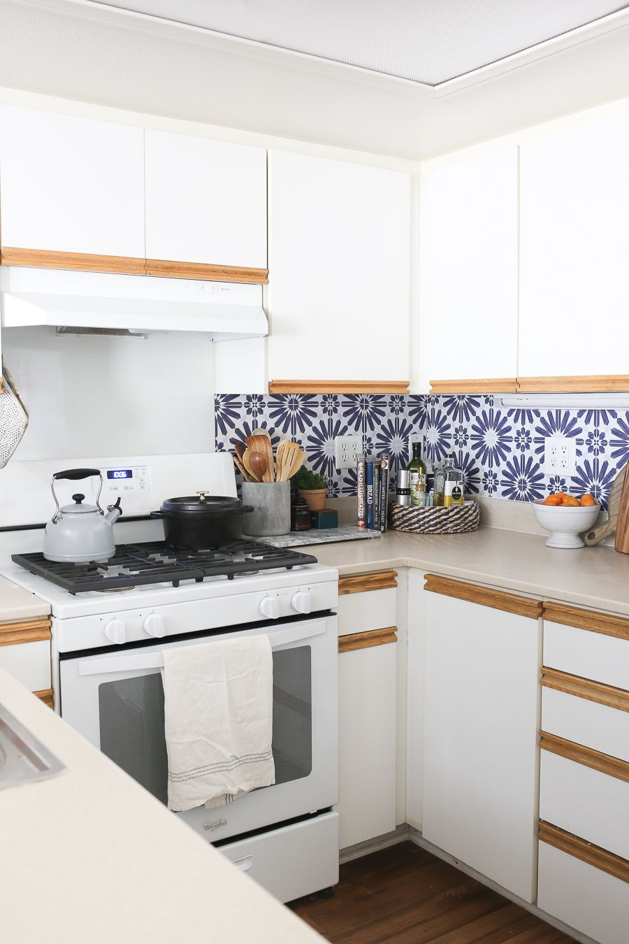 How To Add A Peel And Stick Kitchen Backsplash In A Rental In 2020 Kitchen Design Small Removable Wallpaper Kitchen Kitchen Backsplash