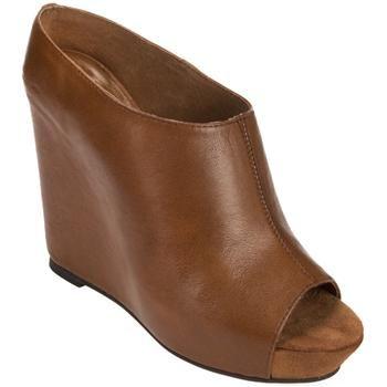 CUTE! Love me Von Maur shoe sale \