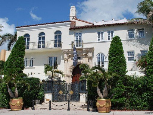 Gianni Versace S Former Mansion Opens Up As A Boutique Hotel In Miami Pursuitist