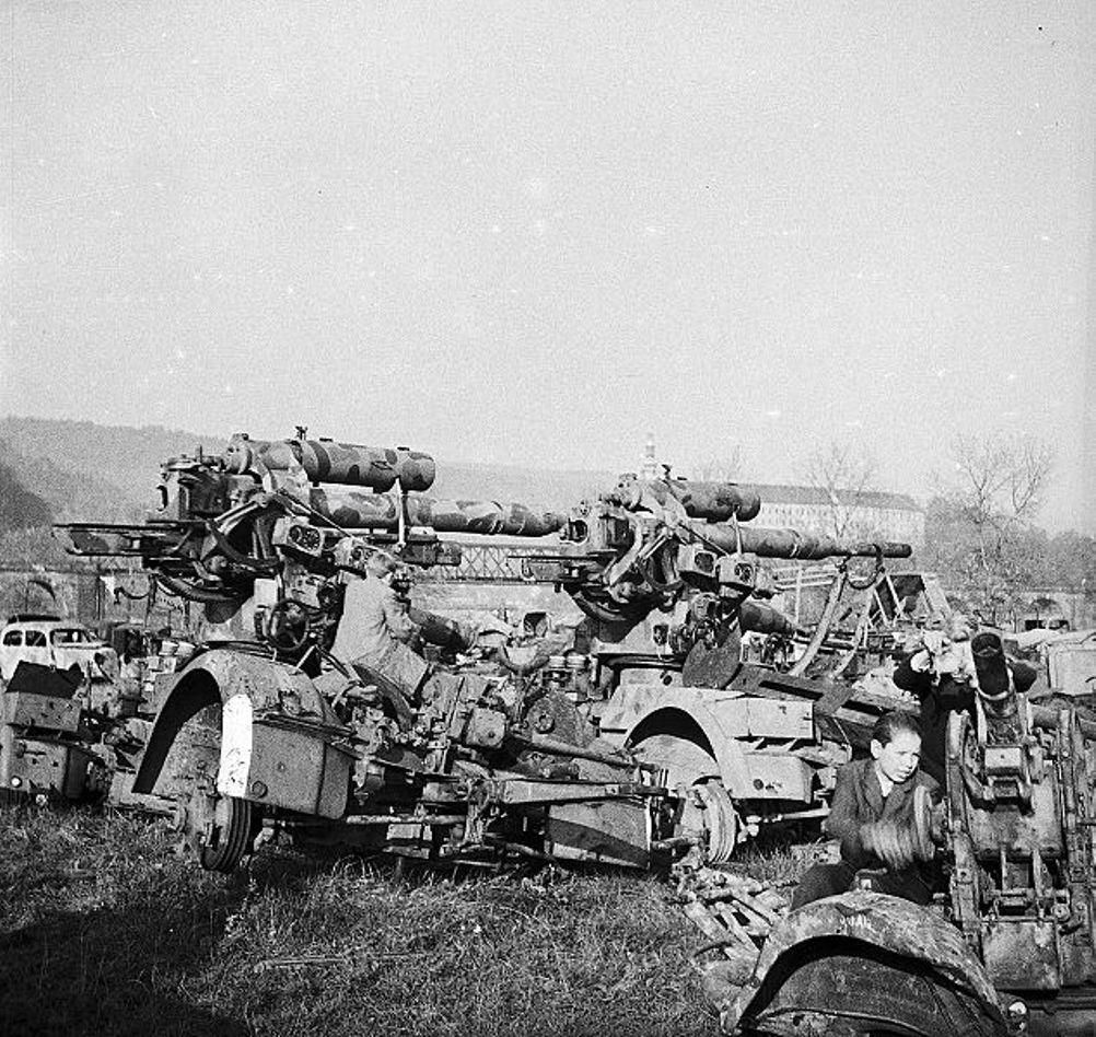 Abandoned 8,8 cm schwere Fliegerabwehrkanone 36 (8,8 cm FlaK 36 L/56)