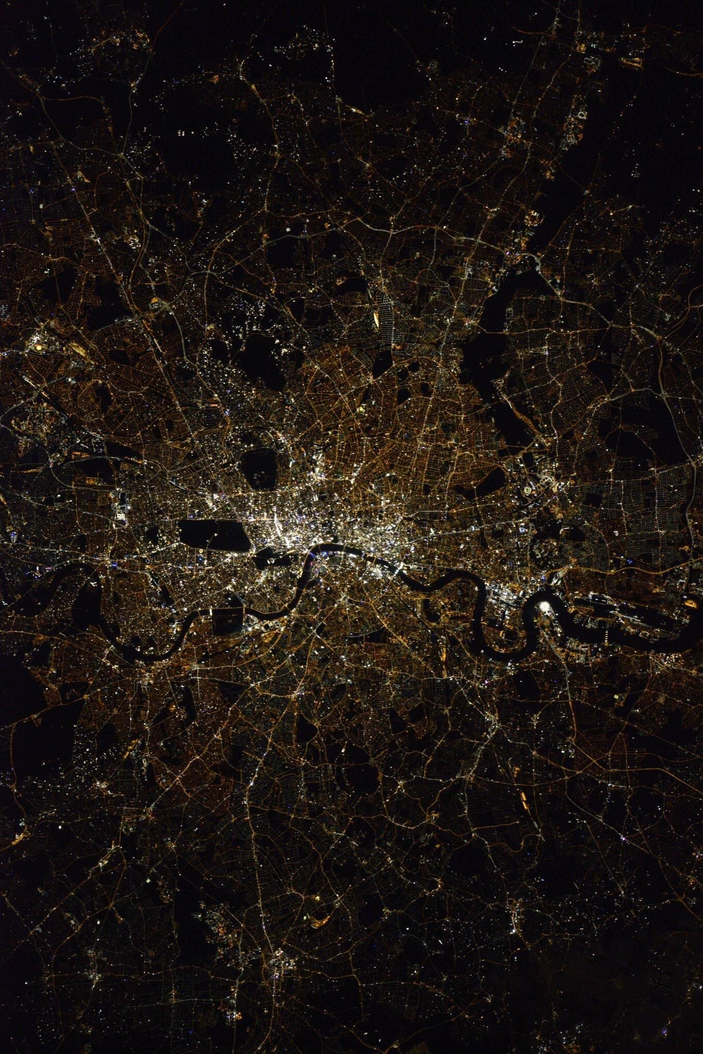 @GoogleFacts : London from the International Space Station - By Astronaut Shane Kimbroug https://t.co/5At0Qkdv2P