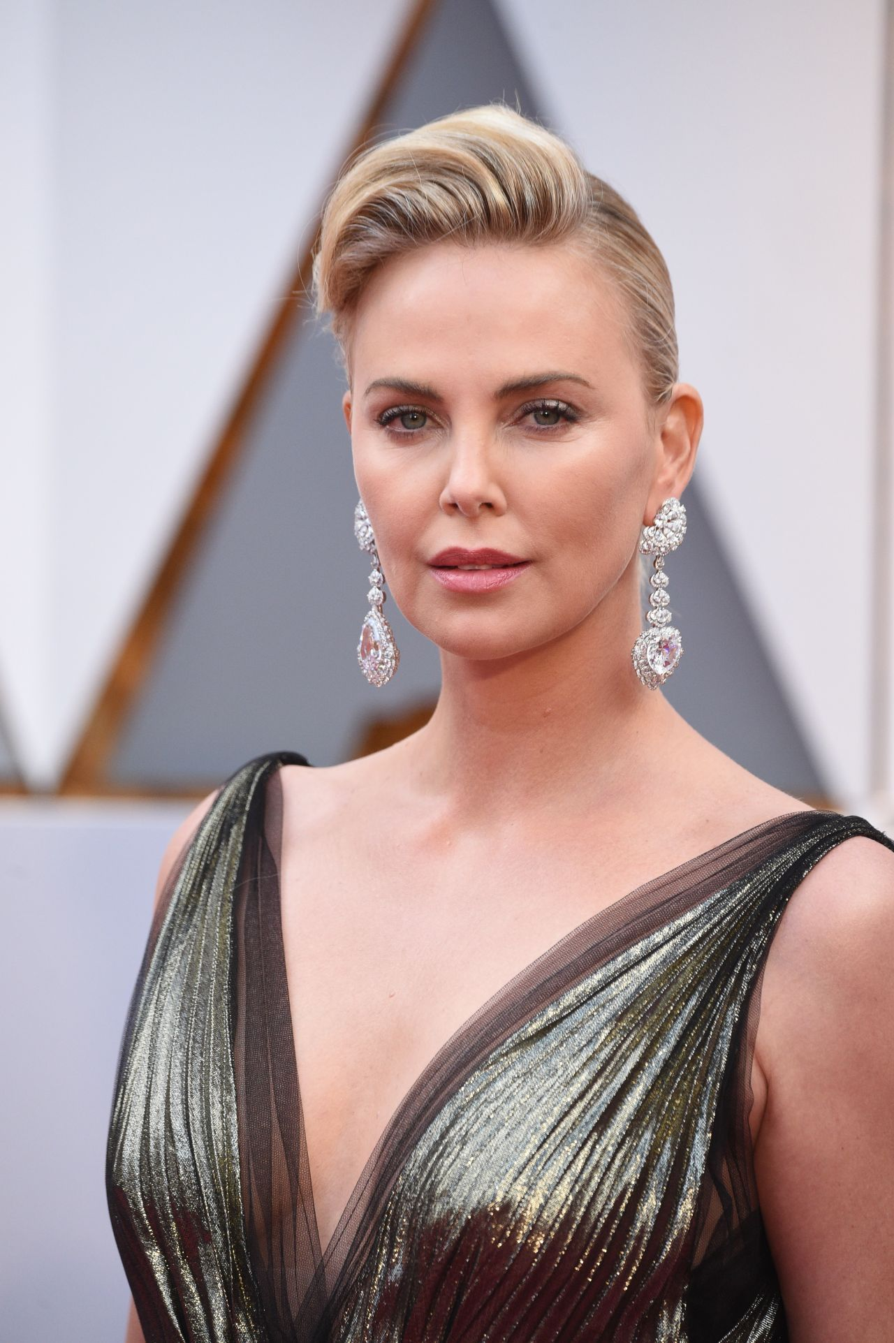 Charlize Theron in Dior Couture at 2017 Academy Awards in ...