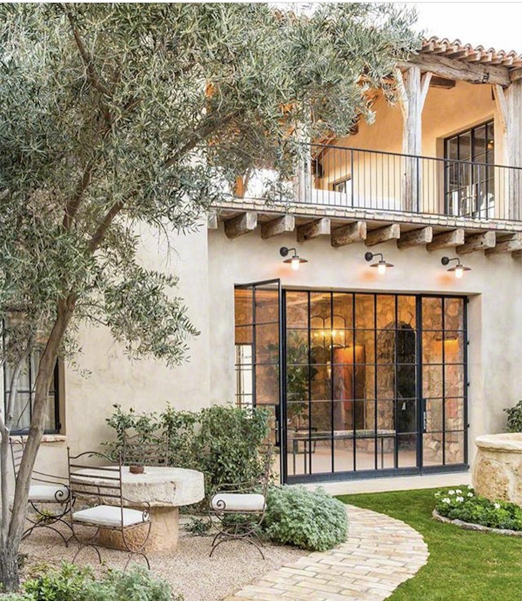 Vetrate nel 2019 case in stile spagnolo case for Vetrate case moderne