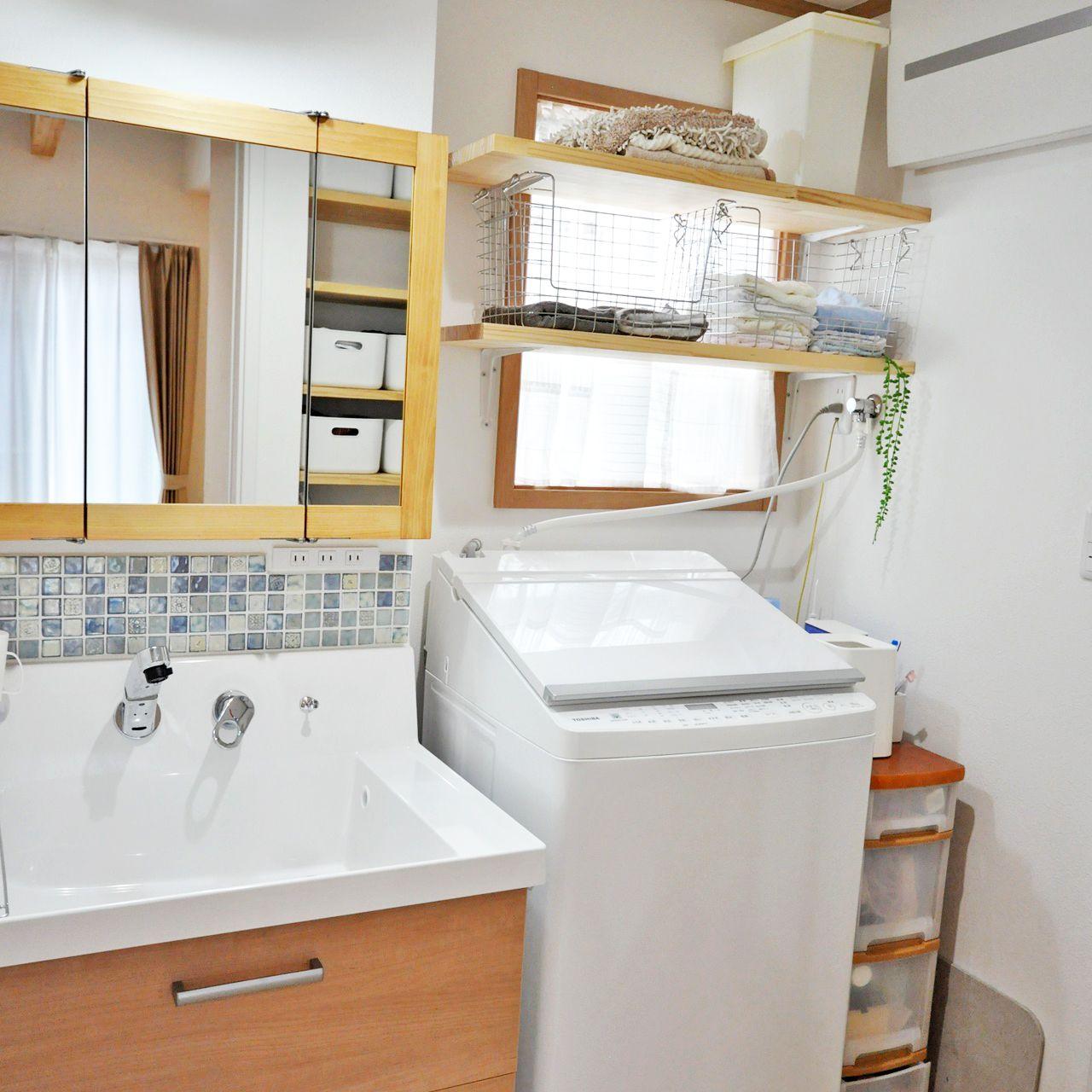 木枠の三面鏡やタイルを貼って可愛くアレンジ 三面鏡 木枠 モザイクタイル 洗面所
