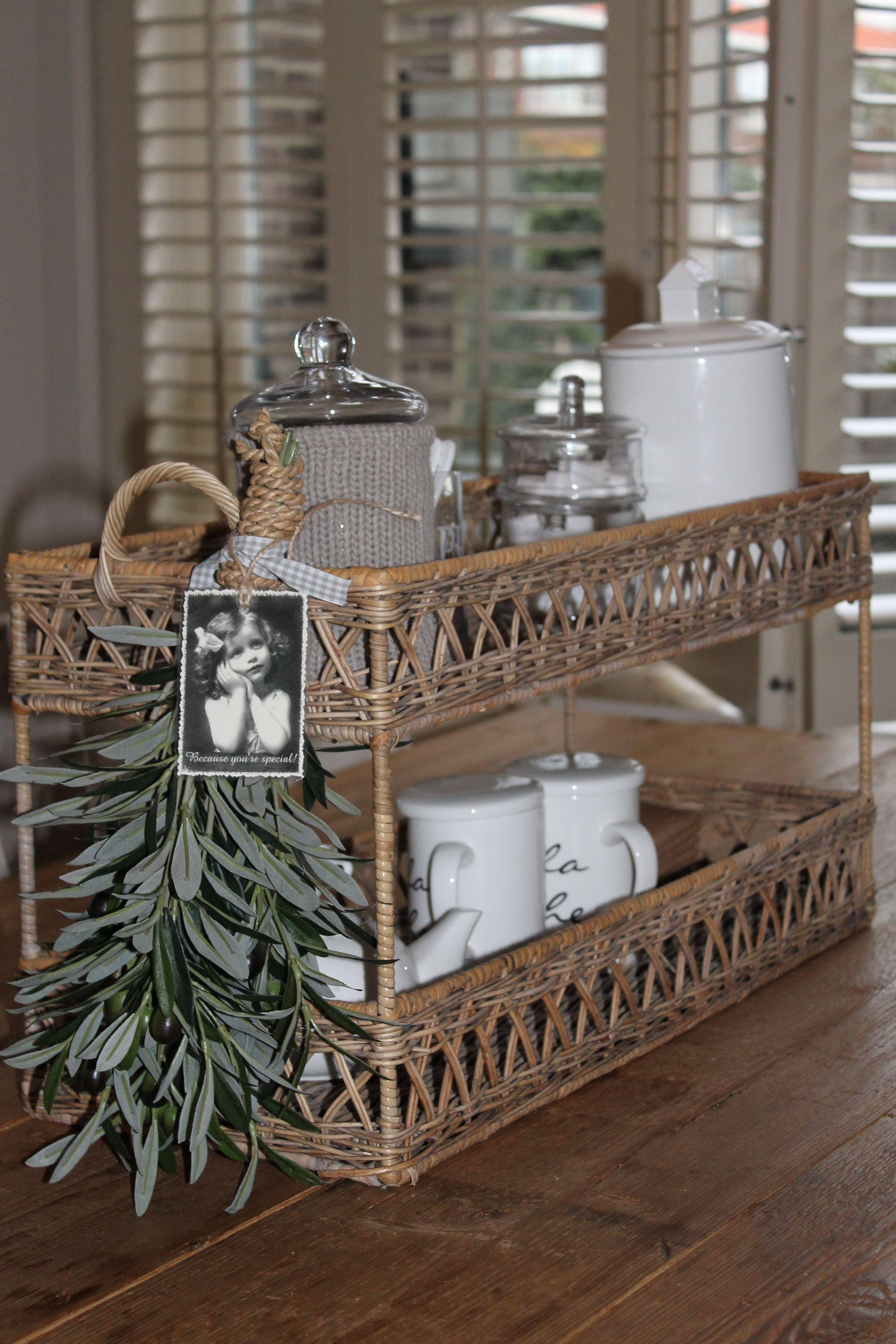 rattan mand met bosje olijftakken een echte sfeermaker van kunstzijden leuke mand. Black Bedroom Furniture Sets. Home Design Ideas