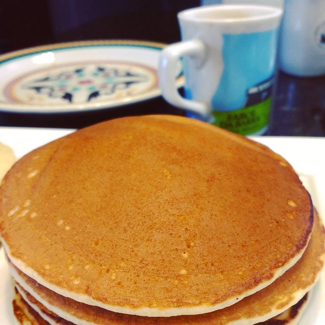 Sábado é dia de panqueca . #instafood #instagood #food #foodbloggers #foodporn #foodgasm #receita #culinaria #cozinha #cozinhando #melepimenta #receitasdobem #yum #fotodecomida #cook #instacook #foodphotography #foodie #lovefood #panqueca #panquecaamericanas #mel #cafedamanha #cafe #pancakes by blog_melepimenta