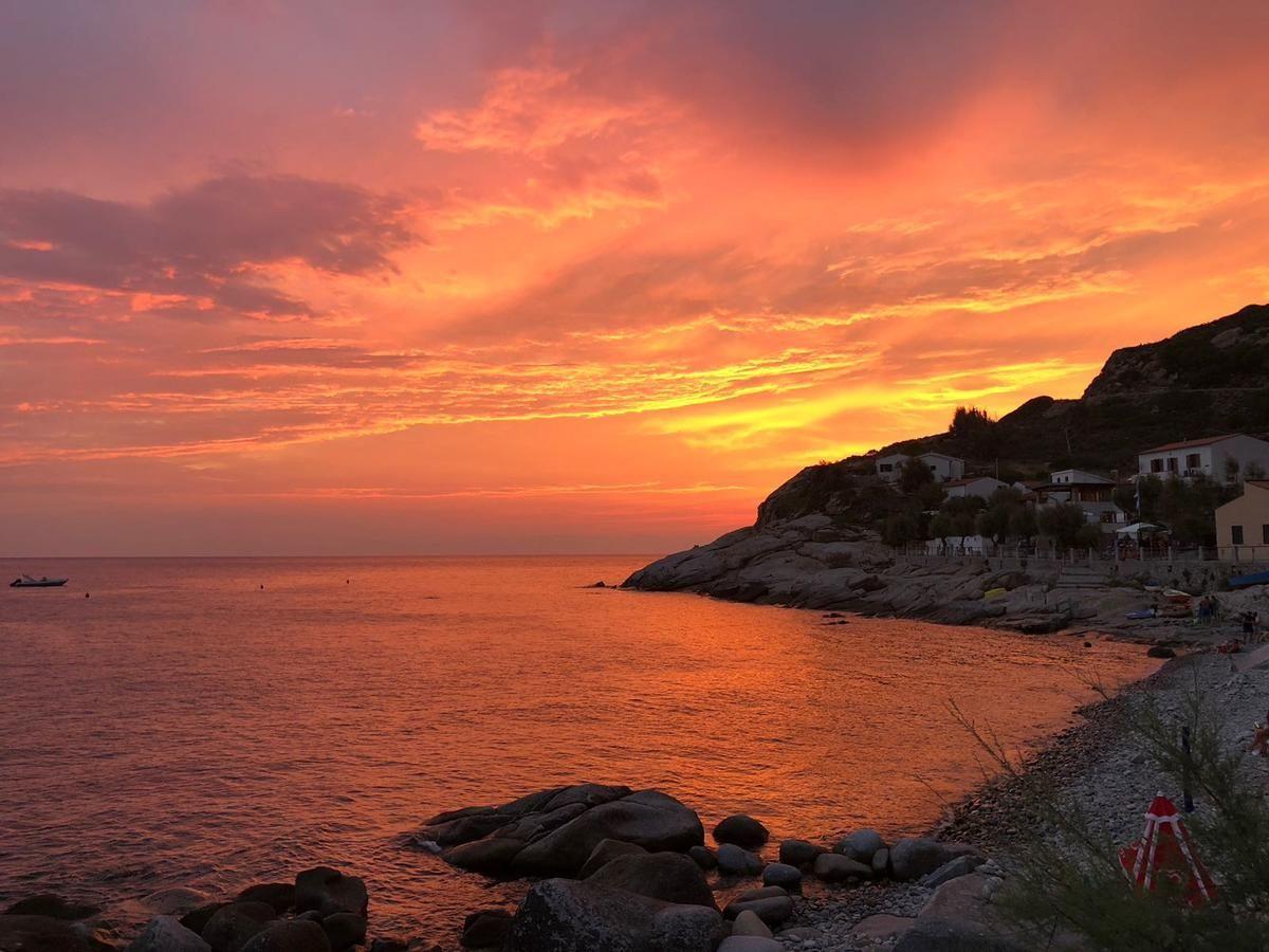 Situato a Chiessi, sull'Isola d'Elba, il CASADIZIA