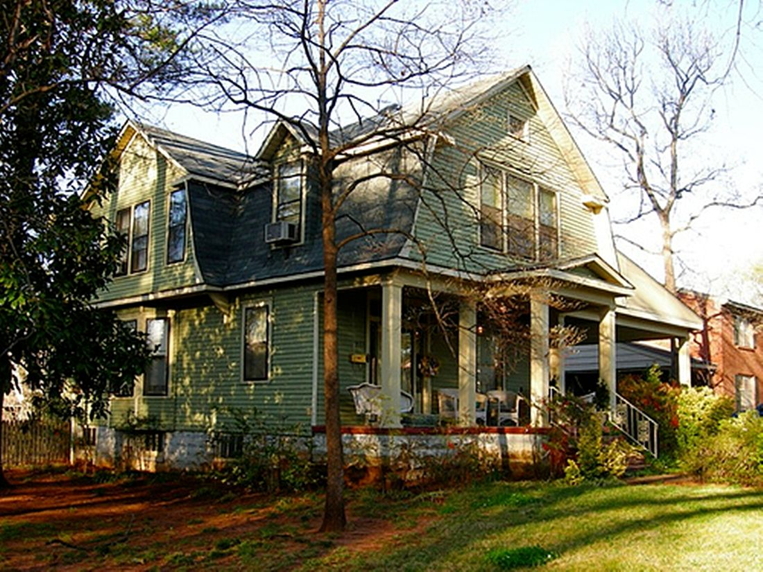 Dutch colonial revival 1900 1930 historic architecture for Styles of homes built in 1900