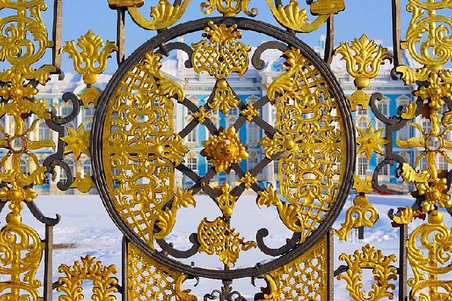 St Petersburg Guide Fence of the palace with gilded details in Pushkin  10403579_820891907935534_2043646626000982388_n.jpg (657×438)