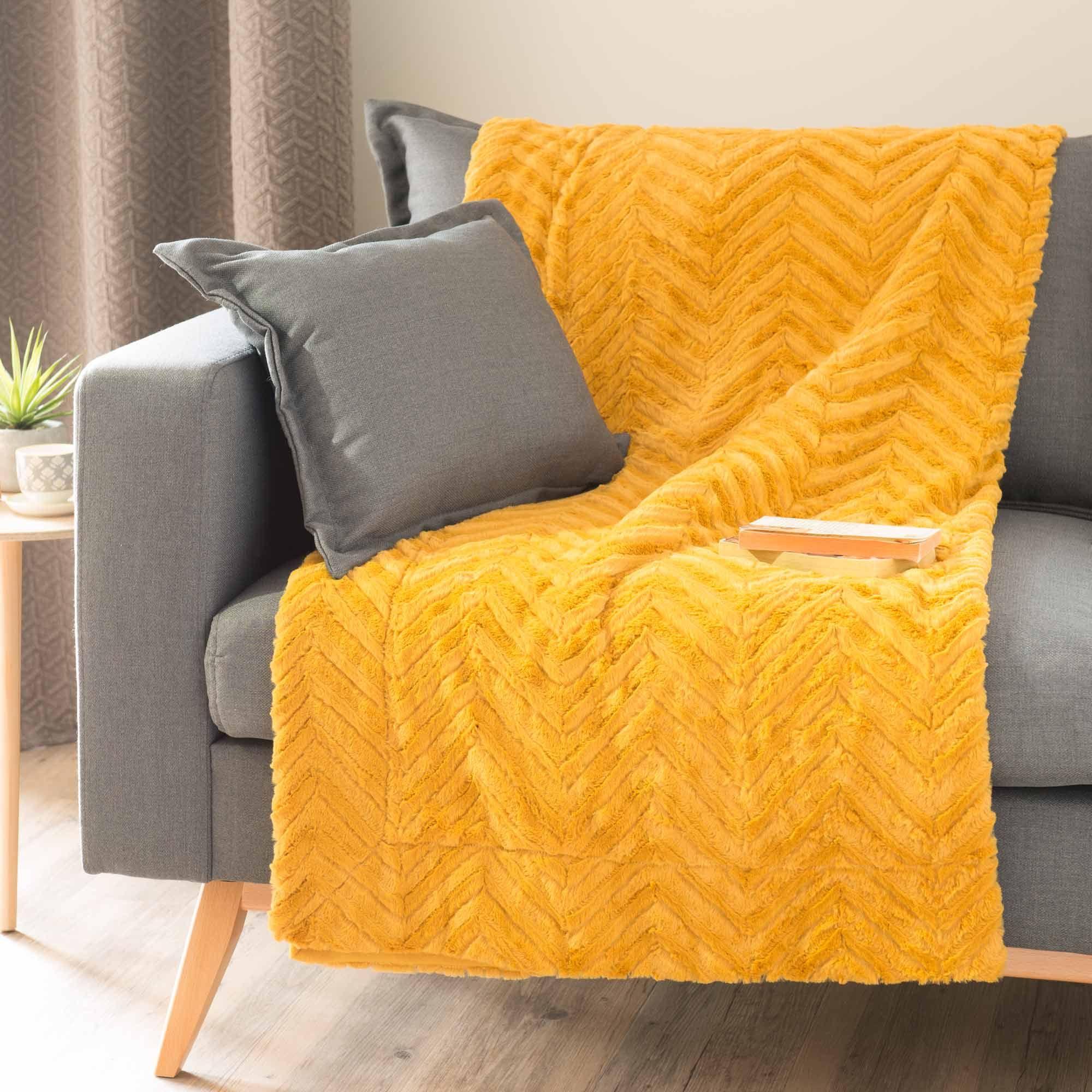 jet en fausse fourrure jaune moutarde 130 x 170 cm. Black Bedroom Furniture Sets. Home Design Ideas