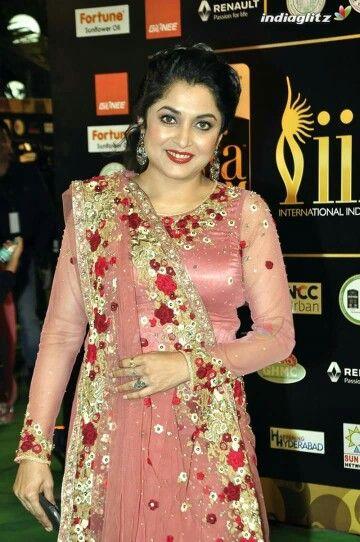 ramya krishnan | Ramya krishnan, Engagement saree, Ramya krishnan hot