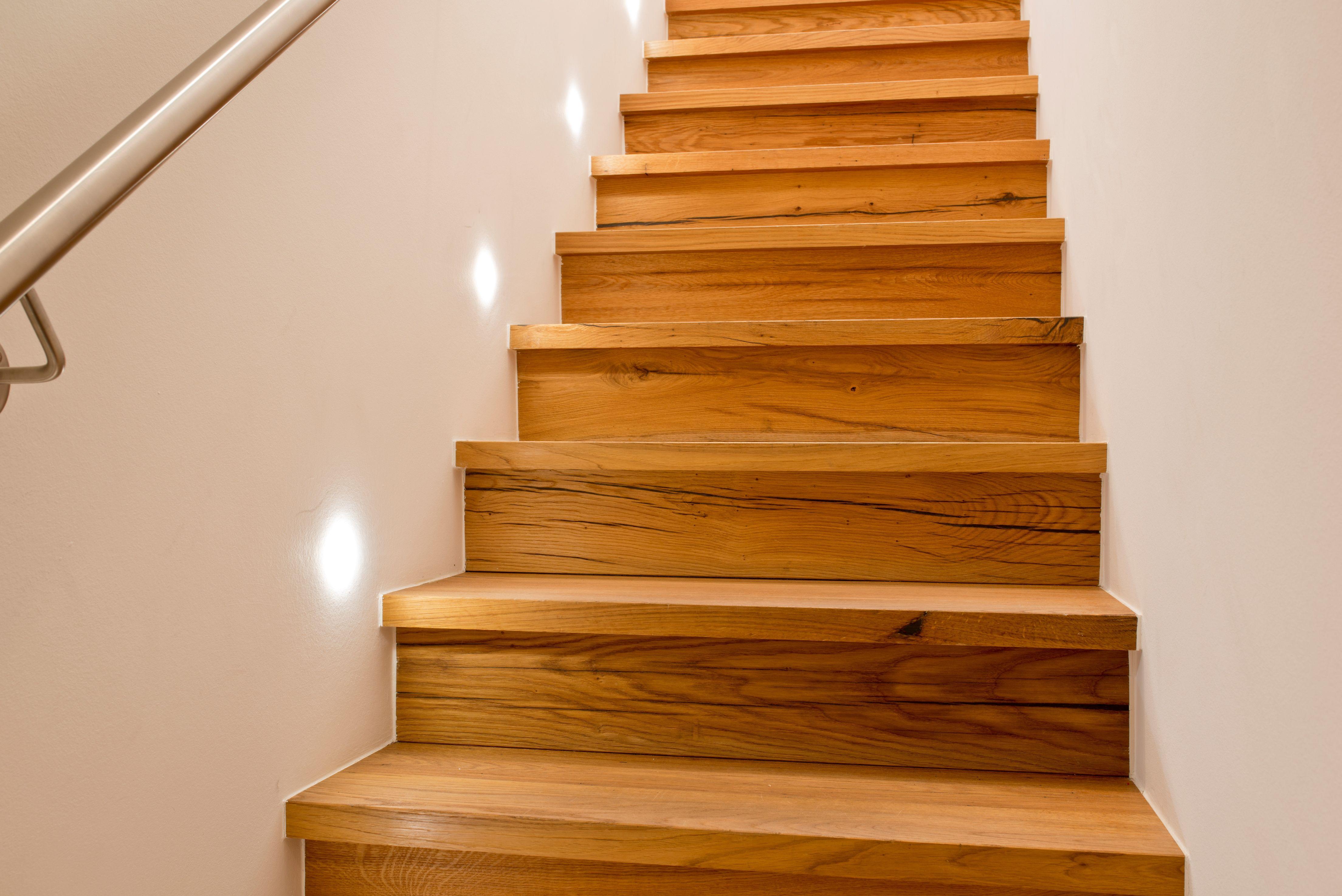 Moderne Treppe aus Altholz | Treppen aus (Alt)holz in 2019 ...