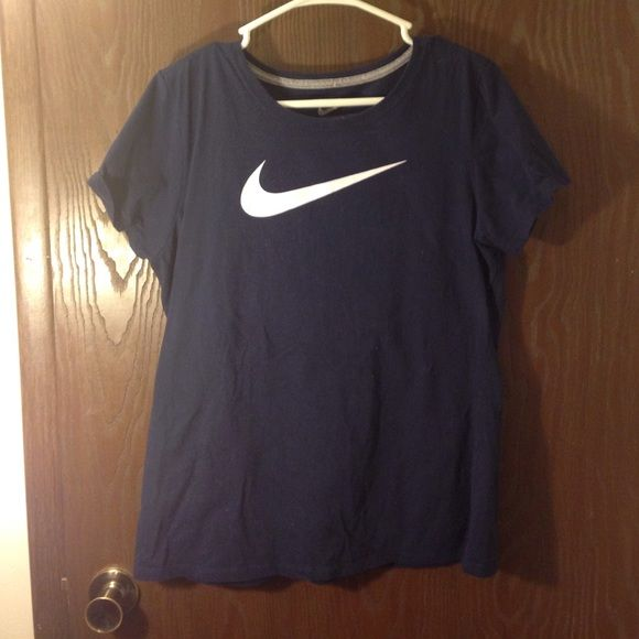 XL Nike Slim Fit tee Washed and worn once or twice. Great condition. Too tight for me unfortunately. Purchased in last few months. Nike Tops Tees - Short Sleeve
