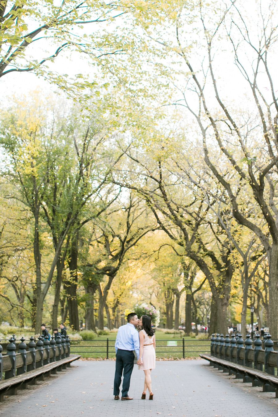 NYC engagement shoot | Photography: Jasmine Lee Photography - www.jasmineleephotography.com/  Read More: http://www.stylemepretty.com/2015/03/12/autumn-engagement-session/