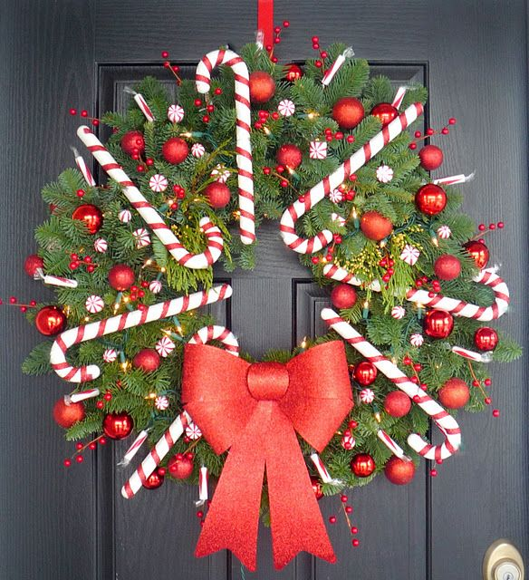 Candycane/Peppermint Wreath. I love this!
