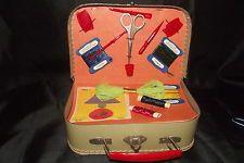 ancienne malette valise de broderie couture jouet enfant vintage 1960 le grenier de joelle. Black Bedroom Furniture Sets. Home Design Ideas