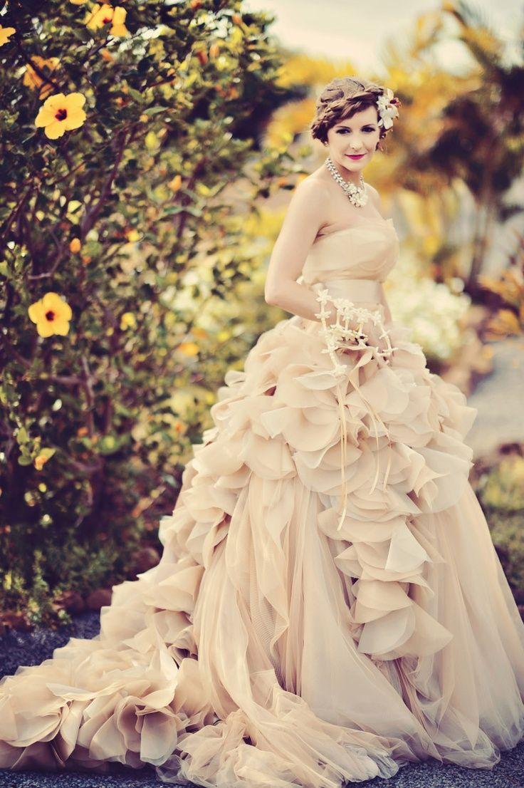 inspiring-vera-wang-blush-wedding-dress-necklace