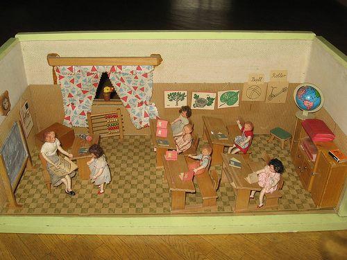 Klassenzimmer Puppenstube doll house school romm, vintage