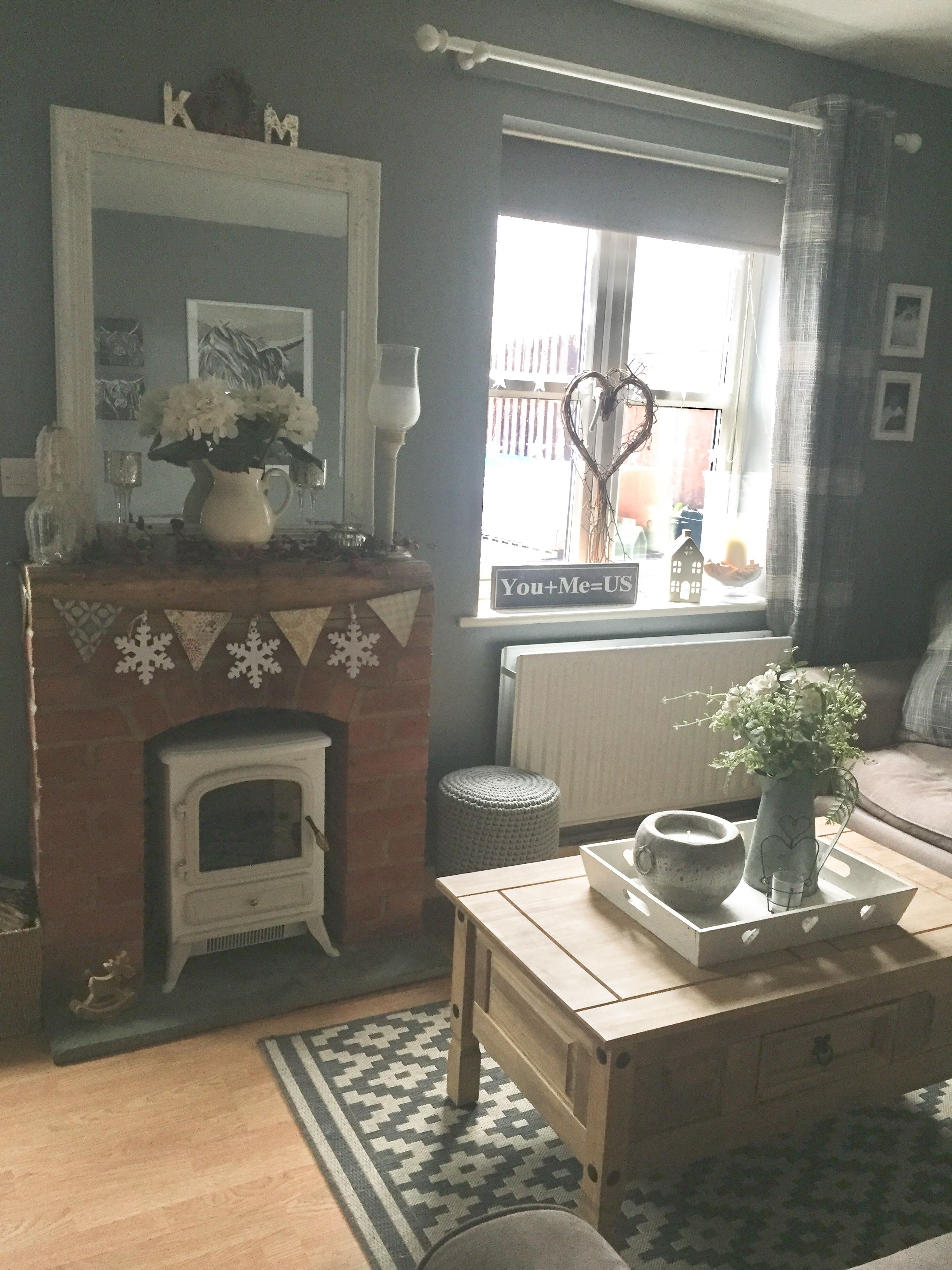 pin by nan on spaces country cottage living room cottage living rh pinterest com