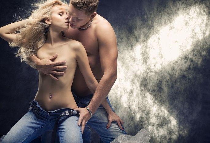 Фото поцелуе девушки с девушкой